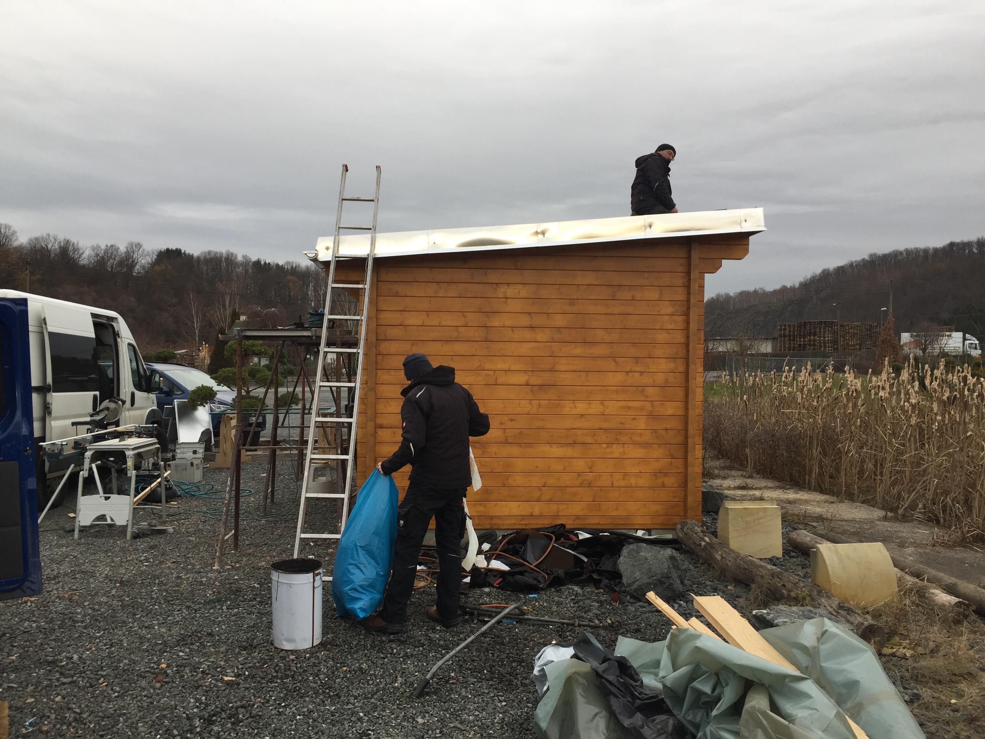 jetzt kommt das Dach drauf, das wird im Frühjahr noch begrünt